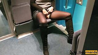 Public Fingering in the TGV