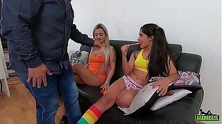 A novinha virgem ficou molhada em ver a tia fuder com o namorado - Izabela Pimenta - Birele Pocahontas - Binho Ted